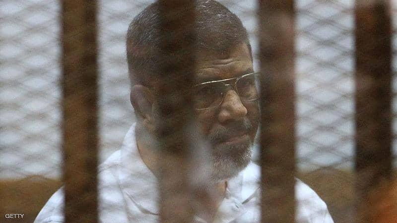 مصر.. النيابة تصرح بدفن جثة محمد مرسي عقب انتهاء مهمة لجنة الطب الشرعي
