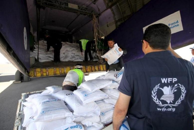 خلاف بين الحوثيين وبرنامج الأغذية العالمي كشف فضيحة نهب المساعدات