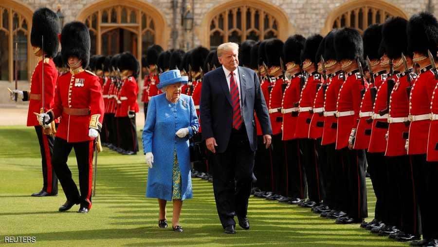 الملكة إليزابيث تقيم مأدبة رسمية على شرف الرئيس الأمريكي