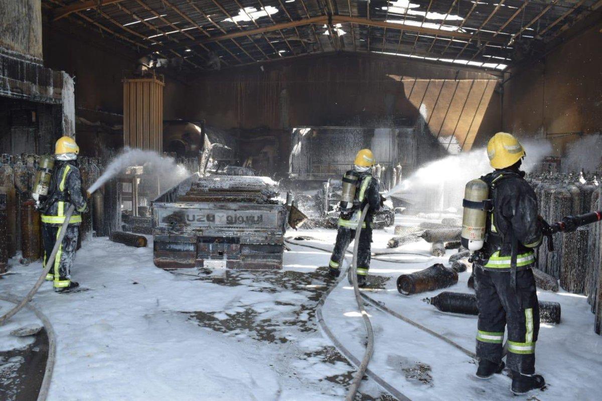 بالصور.. اندلاع حريق في مستودع لتخزين أسطوانات الأكسجين بالرياض