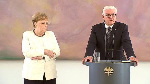 """العالم المستشارة الألمانية ميركل """"ترتعش"""" للمرة الثانية خلال شهر"""
