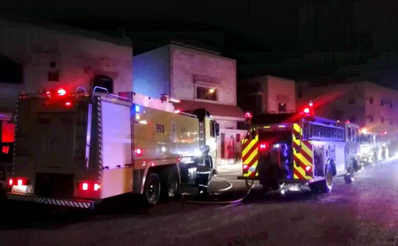 الدفاع المدني ينقذ 4 أشخاص احتجزهم حريق في القريات