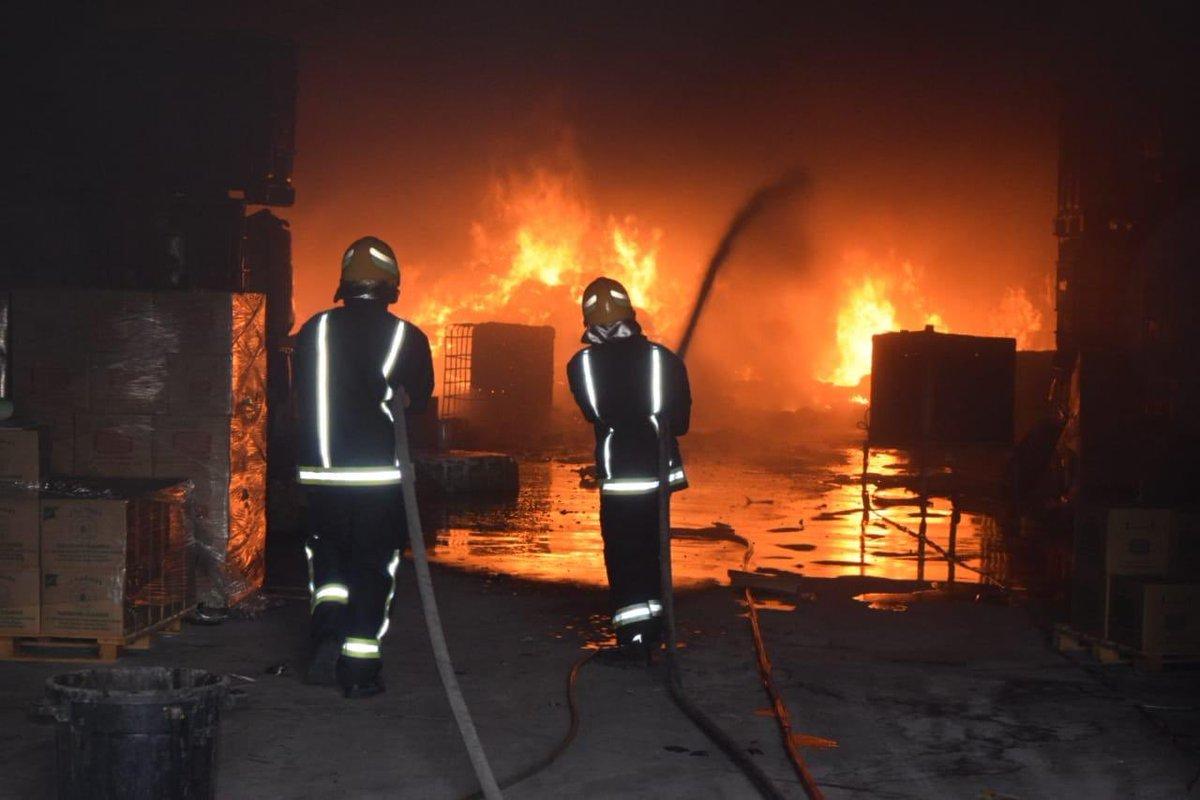 إخماد حريق اندلع في مصنع للإسفنج بحي المشاعل في الرياض