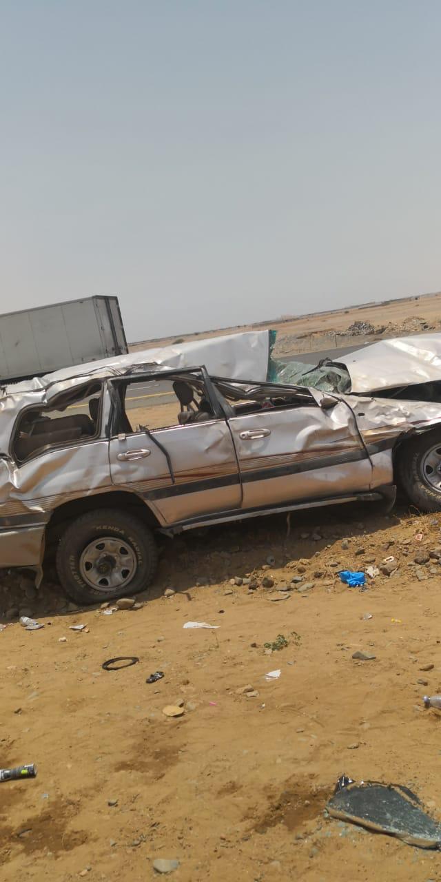 إصابة 9 أشخاص في حادث انقلاب سيارة بجدة