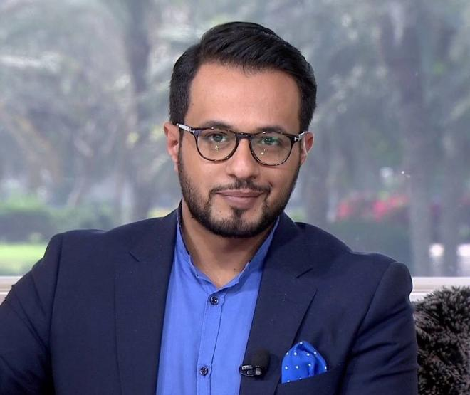 المذيع عمر النشوان يعلن اعتزال الإعلام بتغريدة.. ماهي الدوافع؟
