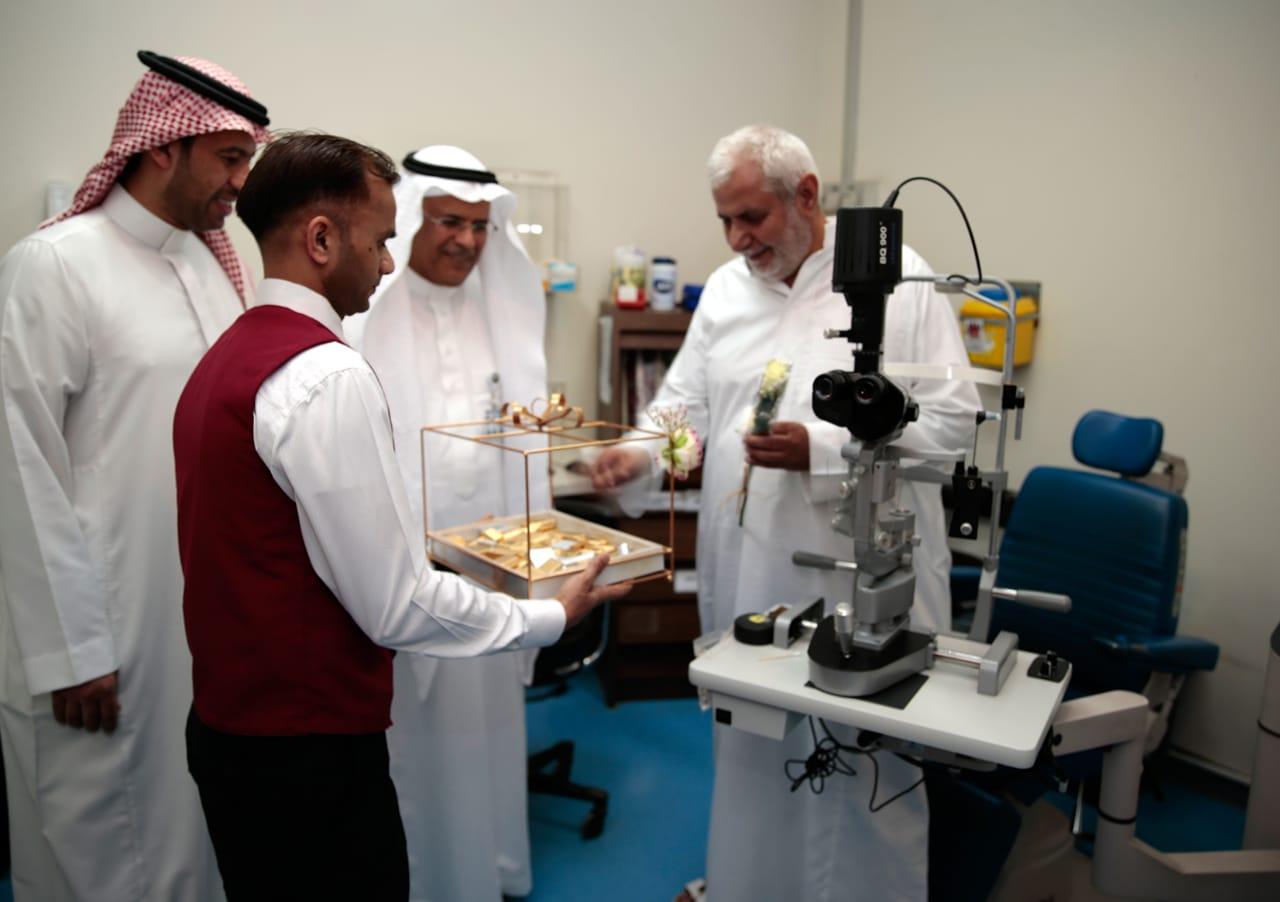 مستشفى الملك خالد التخصصي للعيون يعايد مرضاه المنومين