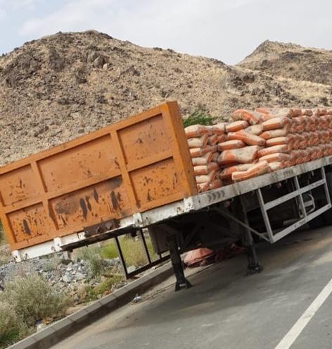 إيقاف شاحنات بيع الأسمنت بالشوقية.. ورفع مخلفات البناء جنوب مكة