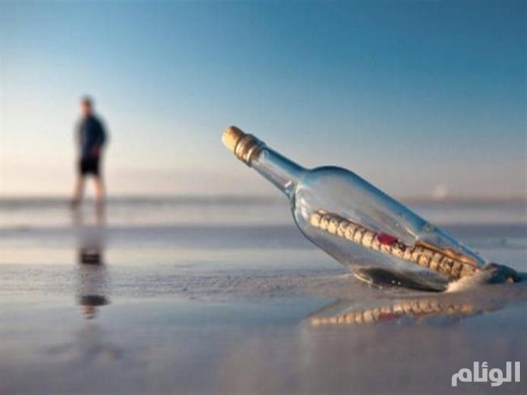 أسترالي يعثر على رسالة في زجاجة عمرها 50 عاما
