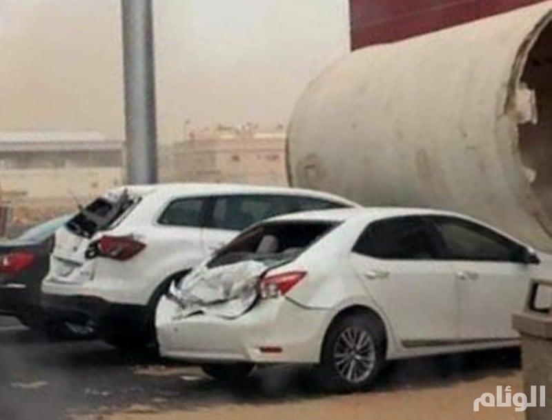 تضرر 15 مركبة في المدينة بسبب الرياح والعواصف