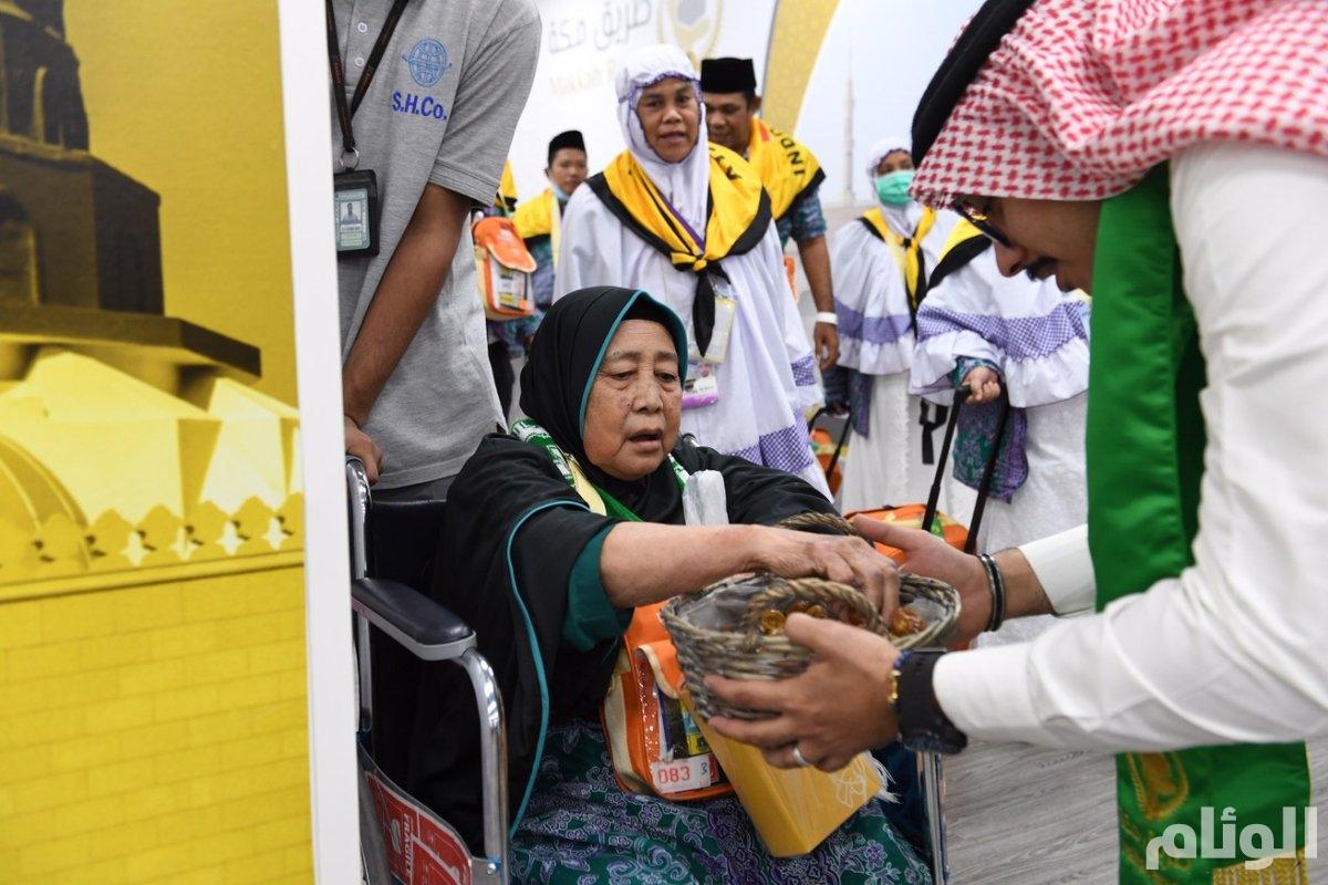 بالصور.. وصول 36744 حاجًا وحاجة إلى المملكة ضمن مبادرة طريق مكة عبر 90 رحلة