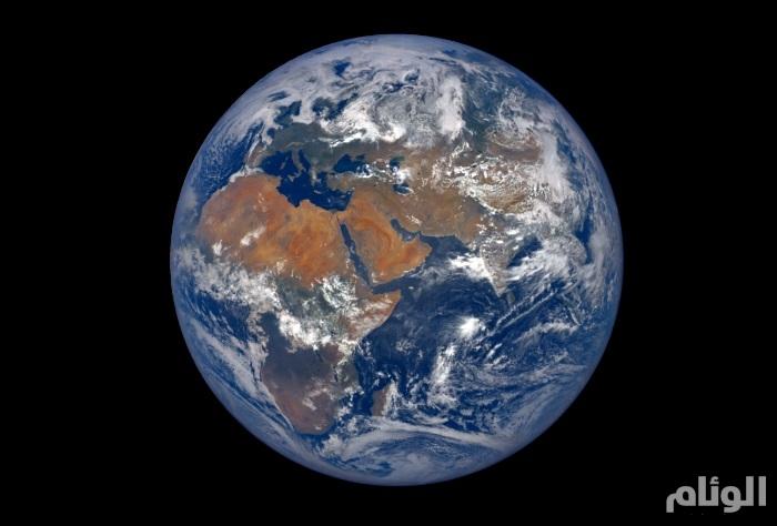 علماء يبحثون عن إجابات لنشأة الأرض تحت سطح القمر