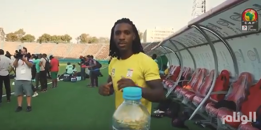 مشاهير العالم في مواجهة غطاء الزجاجة