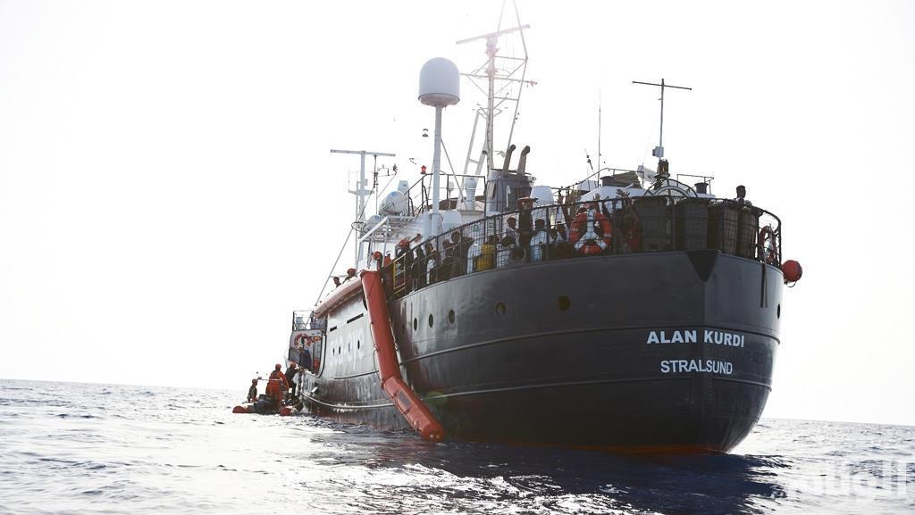 مالطا تسمح لمهاجرين على متن سفينة آلان كردي الإنسانية بالرسو