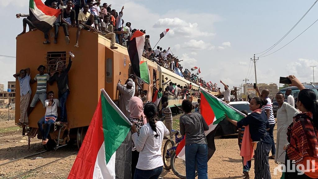 """صحيفة """"لاكروا"""" الفرنسية: السودان يقلب صفحة من تاريخه"""