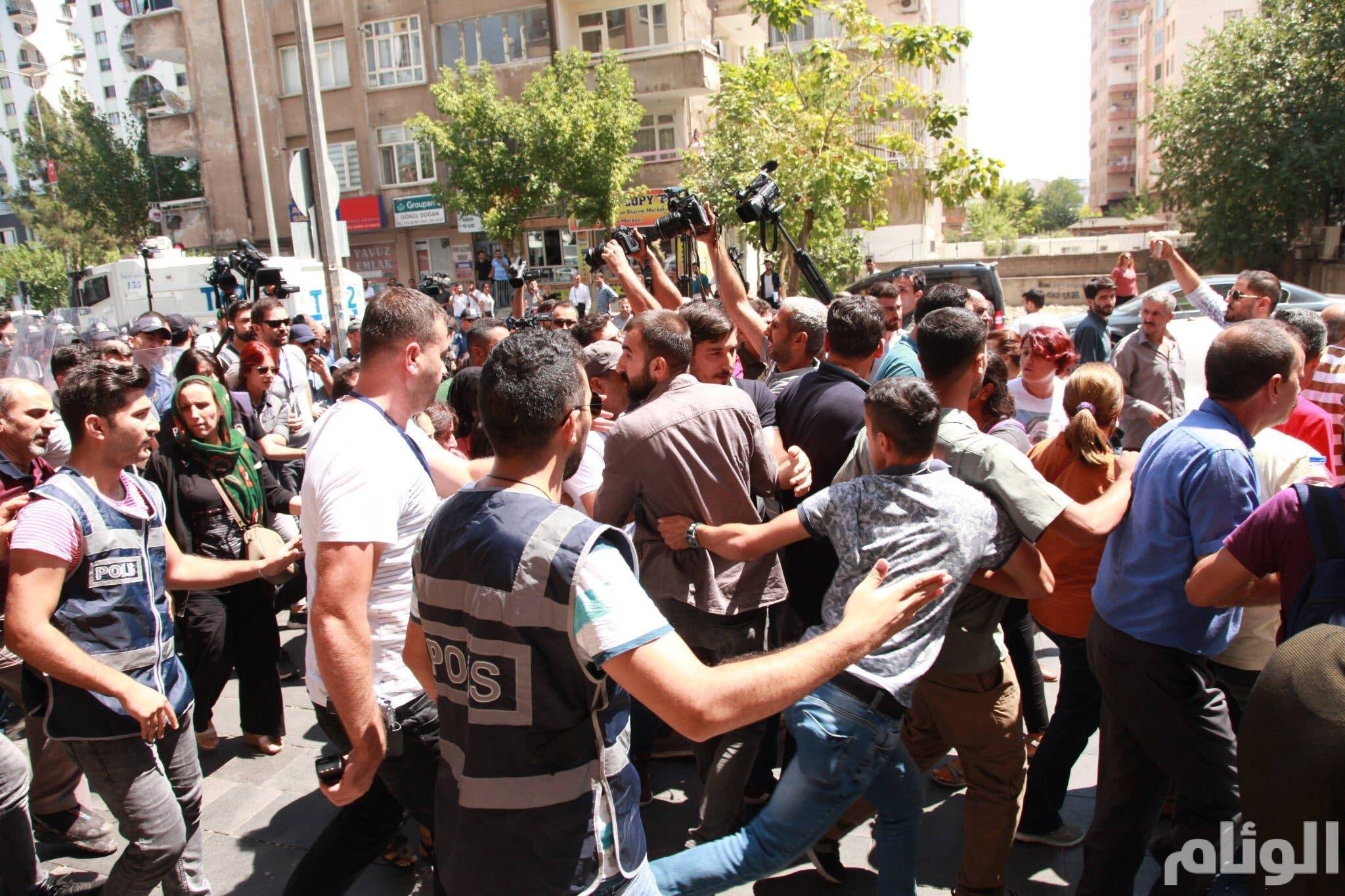 بالوثائق.. تقارير تركية تكشف: أردوغان ووزير داخليته حصلا على هدايا مقابل تعيين رؤساء بلديات بدلا من الأكراد