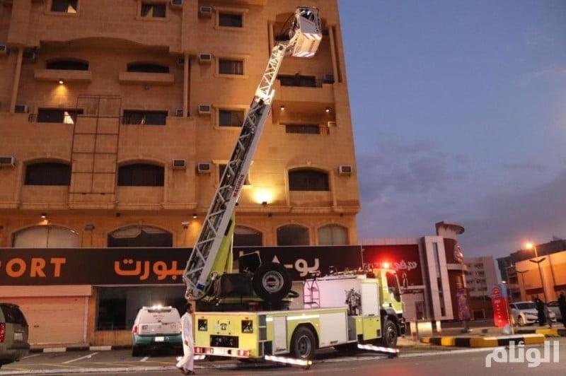 الدفاع المدني يسيطر على حريق في فندق بالطائف