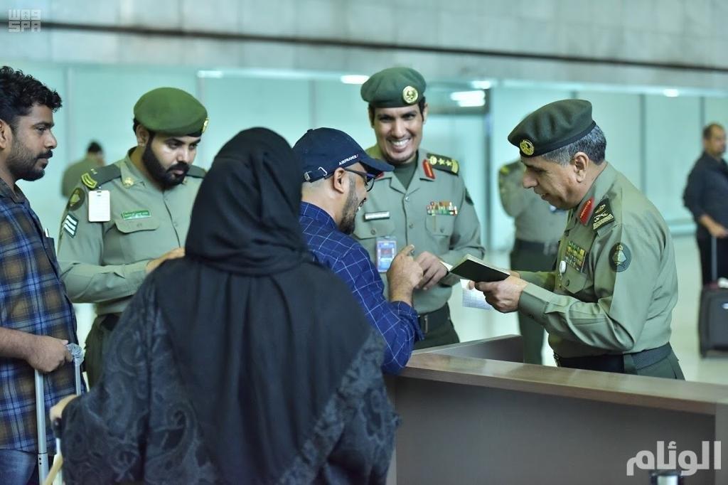 مدير الجوازات يشرف ميدانيًا على مغادرة ضيوف الرحمن بمطار جدة الدولي