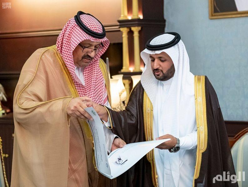حسام بن سعود يطلع على منجزات فرع وزارة الإسكان بالباحة
