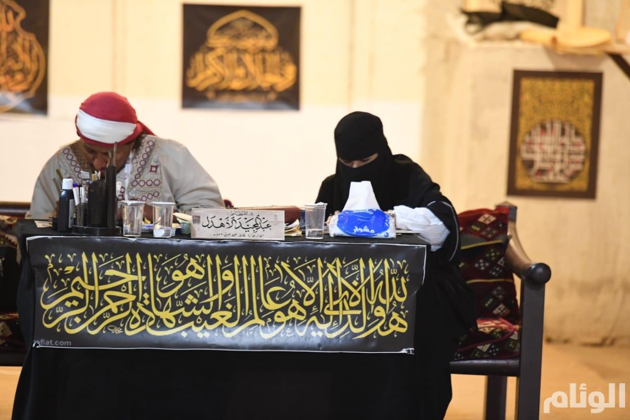 سوق عكاظ 13: «الوراقون» يُثرون الزوار بمراحل تطور الخط العربي