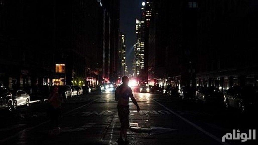 لندن تغرق في الظلام.. وتوقف تام لحركة الموانىء والمرور