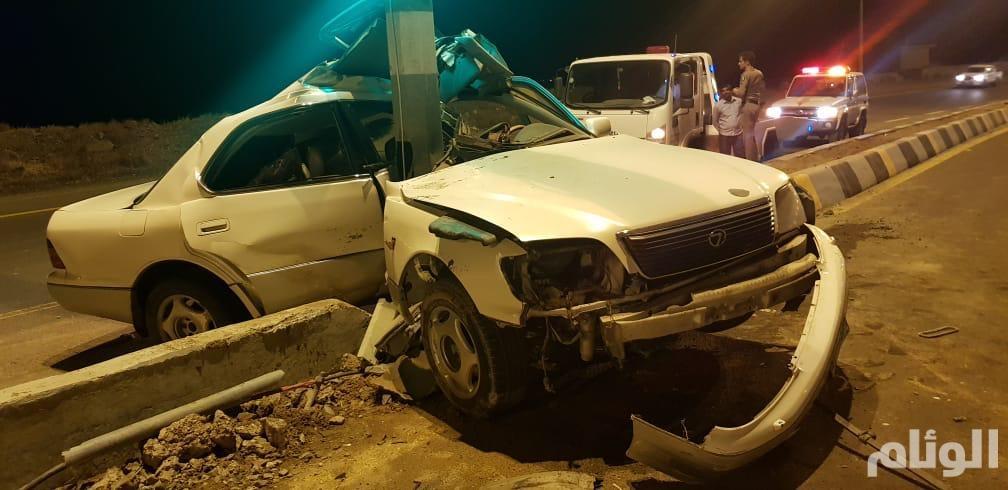 إصابة سائق في حادث انقلاب مركبة تقل عائلة بالباحة