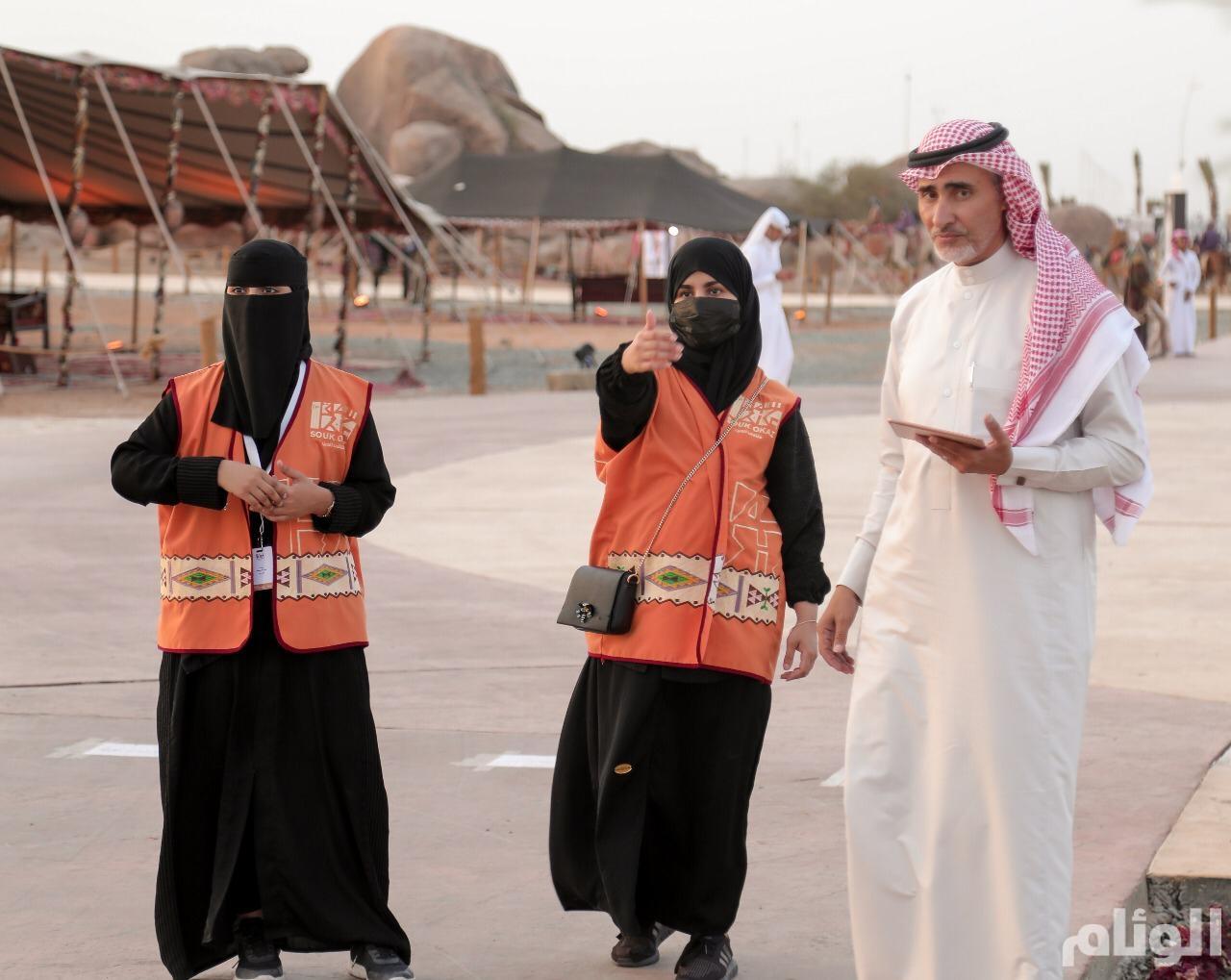 متطوعون ومتطوعات موسم الطائف.. لمسات إنسانية وتنظيم لانسيابية الزوار