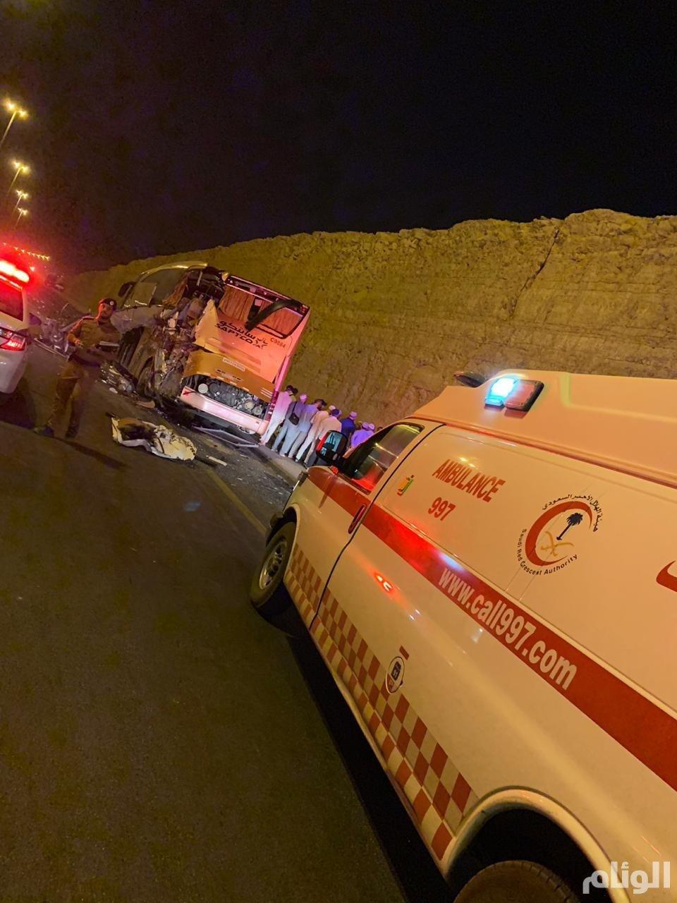 الهلال الأحمر يباشر حادث لحافلة حجاج بالرياض وينقل حالتين