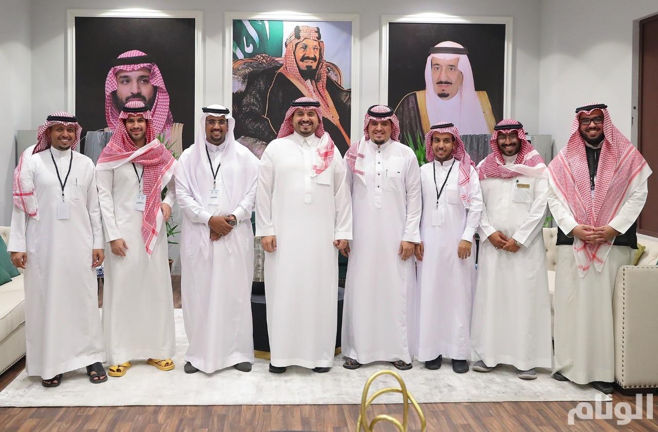 الأمير فهد بن جلوي يستقبل مجموعة من المتطوعين