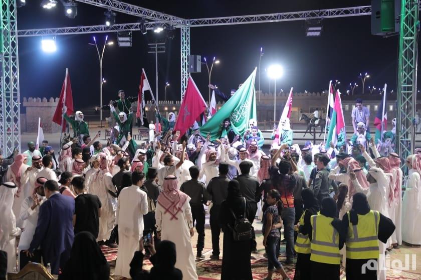 بلمسة وفاء: أهالي الطائف يكرمون الدول المشاركة في سوق عكاظ