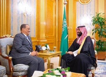 ولي العهد يبحث مع وزير الشؤون الخارجية الموريتاني العلاقات الثنائية بين البلدين