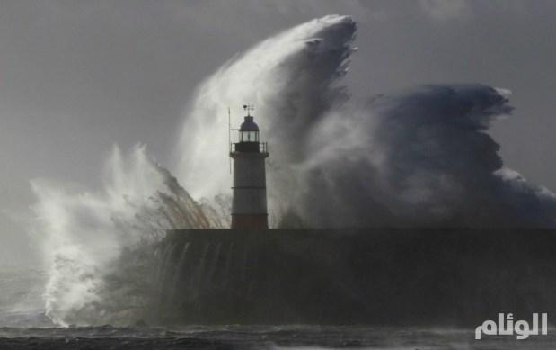 """عاصفة """"تاريخية"""" تضرب إسبانيا.. ومصرع 5 وإخلاء 3500 آخرين"""